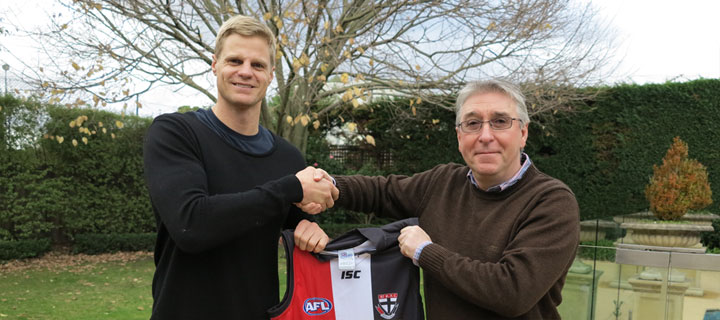 Nick Riewoldt moving with Nuss
